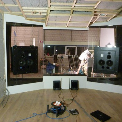 dec 07, 2012 - Thijs's studio (Noisia) is ready for a first listen! All 3 cloned CR / studios have their speakers in now.