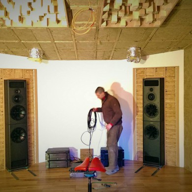 Jan 18, 2015 - Test session was very successful, the custom front wall compensation system for the massive PMC speakers worked as planned. Room has an excellent response. All good!