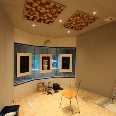 Nov 29, 2015 - Thomas Vertongen's 5.1 room (Post-Prod) is soon ready to go. The center JBL speaker did not arrive on time, so when we came by to lend a hand with the glass panels and decoupling system install, we used 20kg glue pots to load the system so we could tension it. The Mc Gyvers of acoustics. This is mostly a DIY job & Thomas did an amazing job building it all.